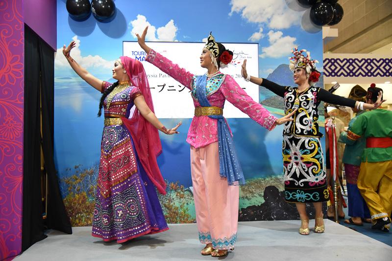 宮廷舞踊「TARI MAHKOTAH」