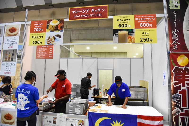 「マレーシアキッチン」では「ナシゴレン」(700円)や「ロティバナナ」(600円)をはじめ人気のマレーシア料理を販売した