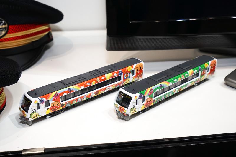 アンパンマン列車の模型