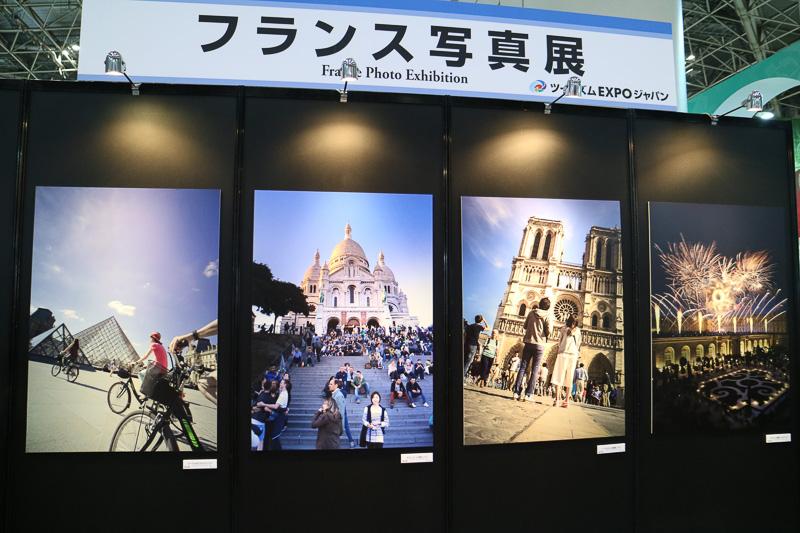「フランス写真展」と題して、フランスの名所やエールフランスの歴代のポスターのほか、エールフランスを利用した過去の有名人の写真などが展示されていた