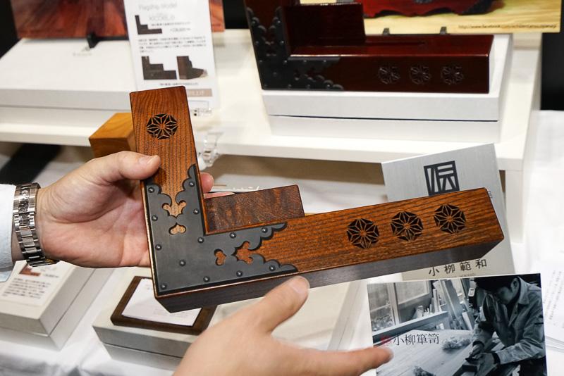 こちらは、金具を使った高級伝統工芸品クラス。すべて最新のiPhone 7 Plusでも大丈夫なサイズ