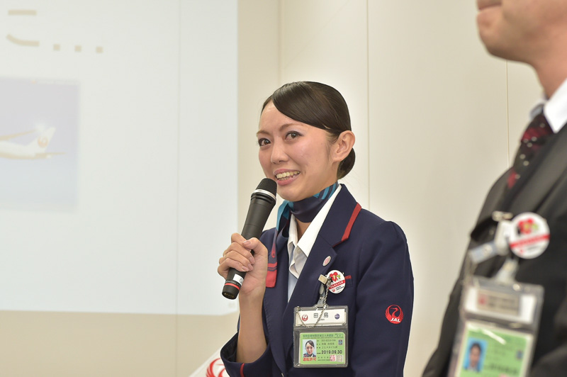 2015年度全国大会優勝者で、荒木氏と同期入社の田島氏も、声を詰まらせながらの司会進行