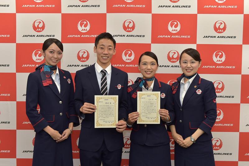 2016年度の全国大会出場者とこれまでの全国大会優勝者。田島由佳里氏(左から1番目)は2015年度、片山佳恵氏(右から1番目)は2013年度の全国優勝者