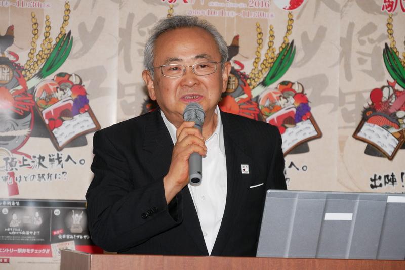 挨拶を行なう、一般社団法人日本鉄道構内営業中央会 事務局長の沼本忠次氏