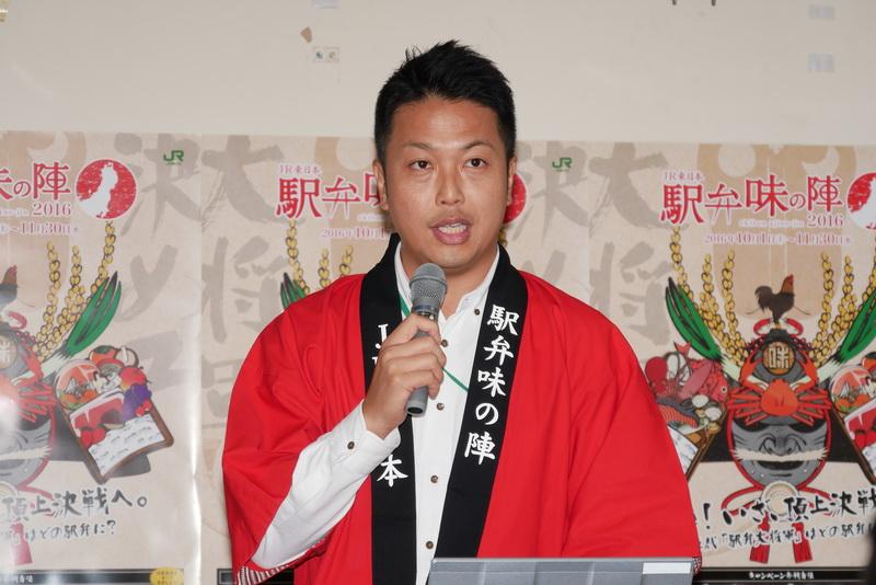 販売概要について説明する、日本レストランエンタプライズ Bento営業部 副部長の倉持幸司氏