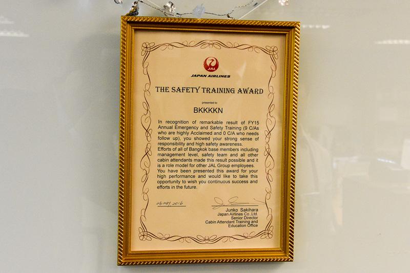 年に1度実施される保安訓練の成績優秀者を貼り出しているほか、2015年度はバンコク基地が成績優秀で表彰を受けた