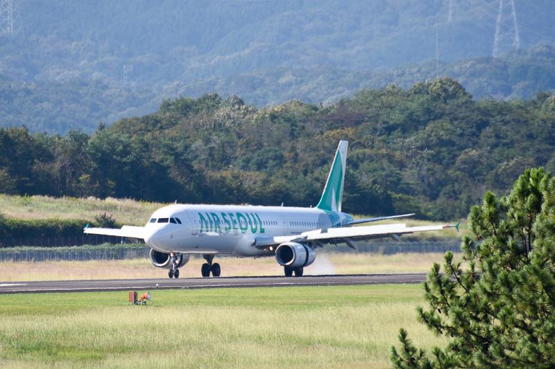 10時10分を過ぎた頃に空港の西側に姿を見せ、08滑走路に着陸した