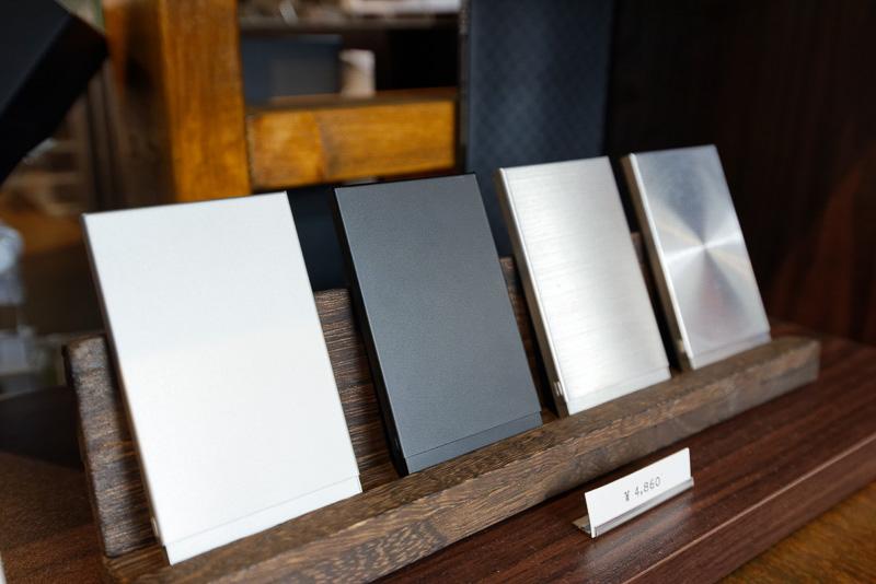 こちらはアルミニウム製。4860円と比較的リーズナブルながら、質感は高い