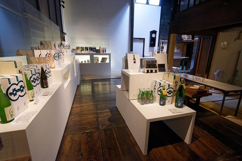 売店ではこの蔵で作られた多彩な日本酒を購入可能