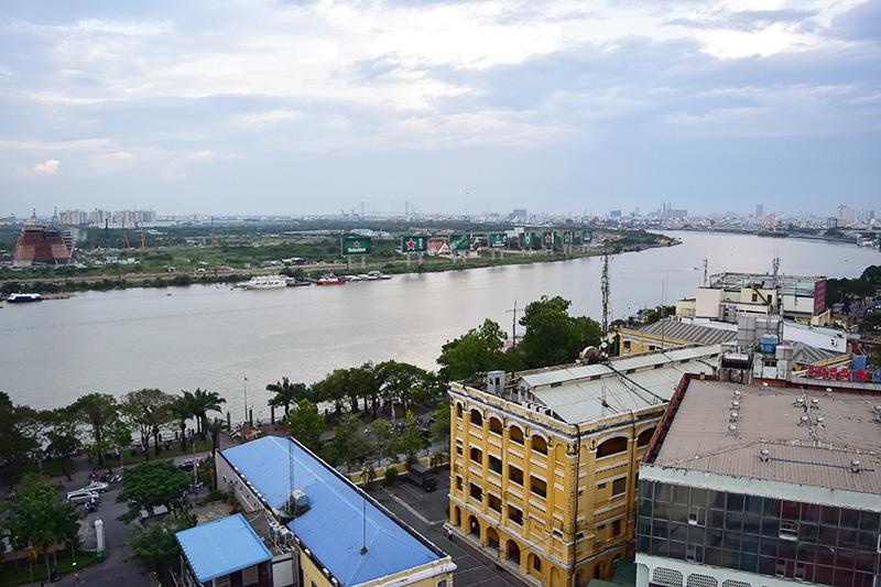 ホテルの屋上からみたサイゴン川