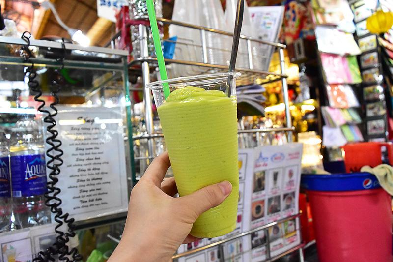 アボカドジュース(35万VND=約175円)