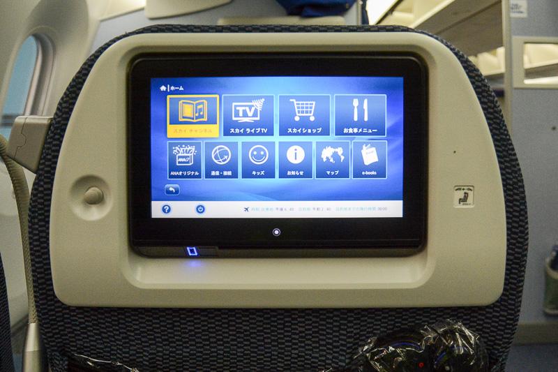 ボーイング 787-9型機のプレミアムエコノミークラスのシートモニター