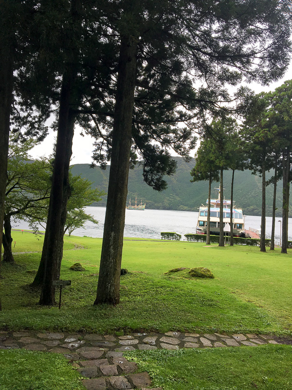 芦ノ湖 湖畔