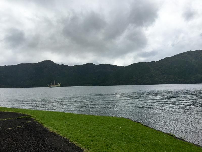 芦ノ湖 この日は曇りから夜は雨に