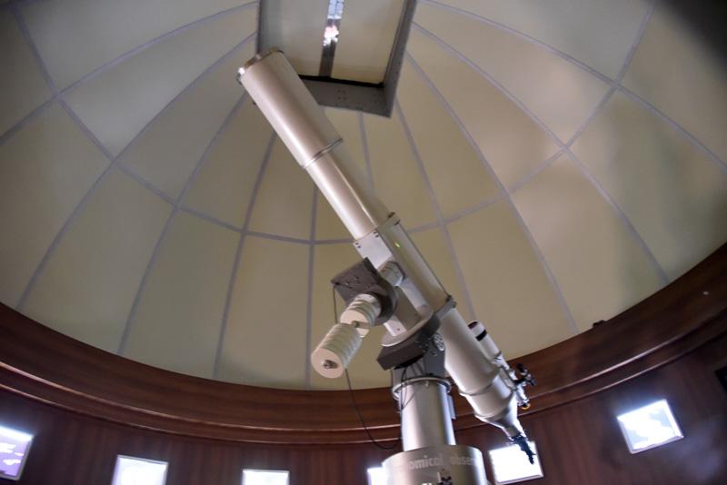 国内最大級口径のAPO 304mm屈折望遠鏡が設置されたメインの観察室