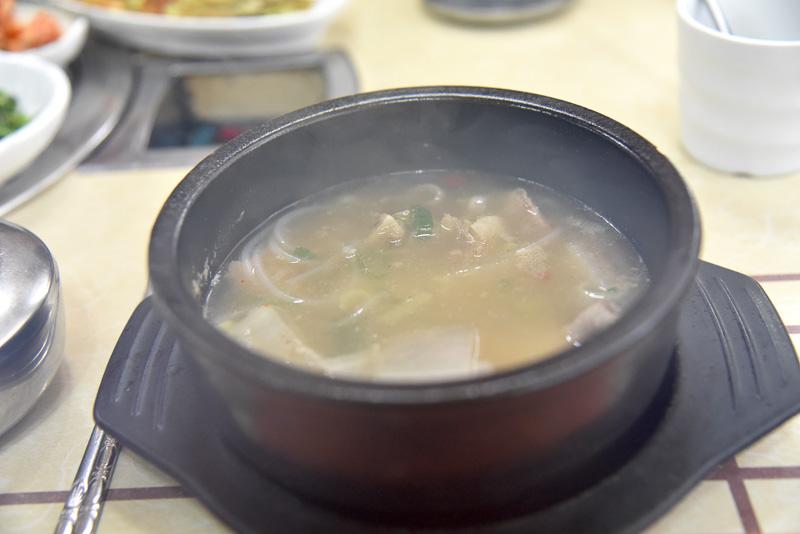 透明スープにはコラーゲンがたっぷり