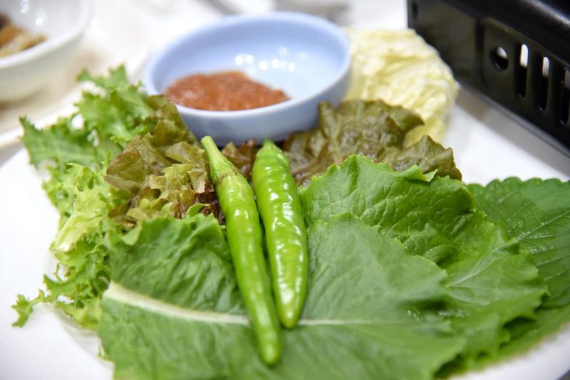 青陽郡滞在中に地元の名産品である青陽唐辛子を必ず味わおう。味噌をつけてかじるのが定番
