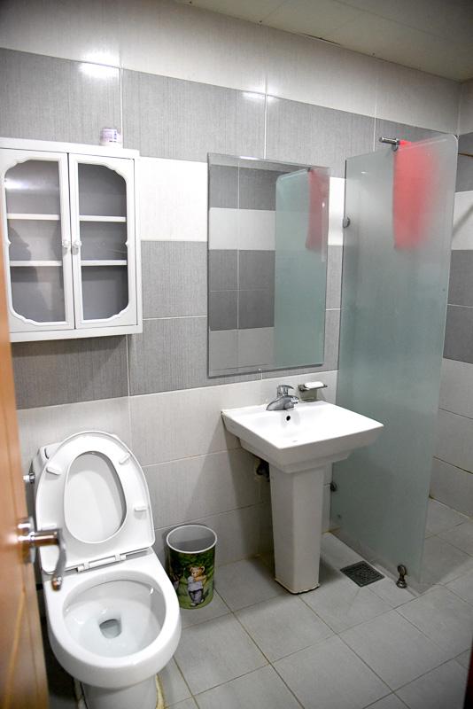 すべてがつながっているトイレ兼シャワールーム。アメニティは共有で使う石鹸が1つ