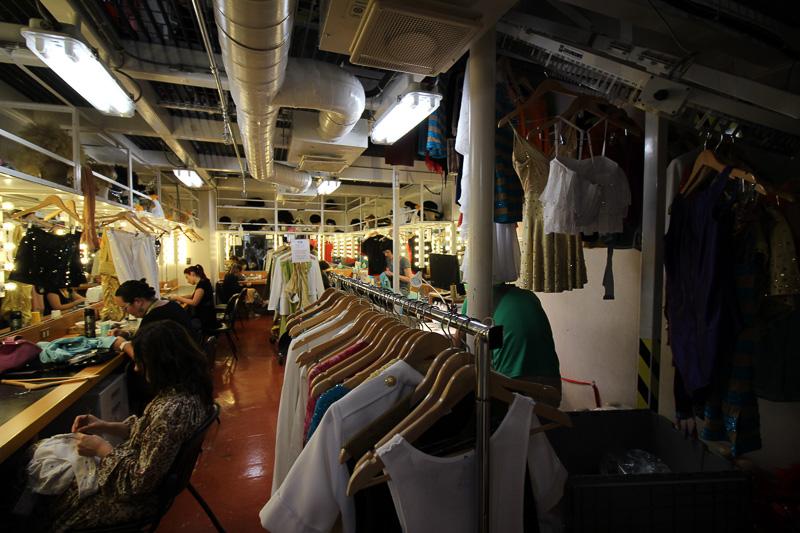 ステージ衣装を管理する部門。アーティストが入れ替わる度に衣装も作り替えられる