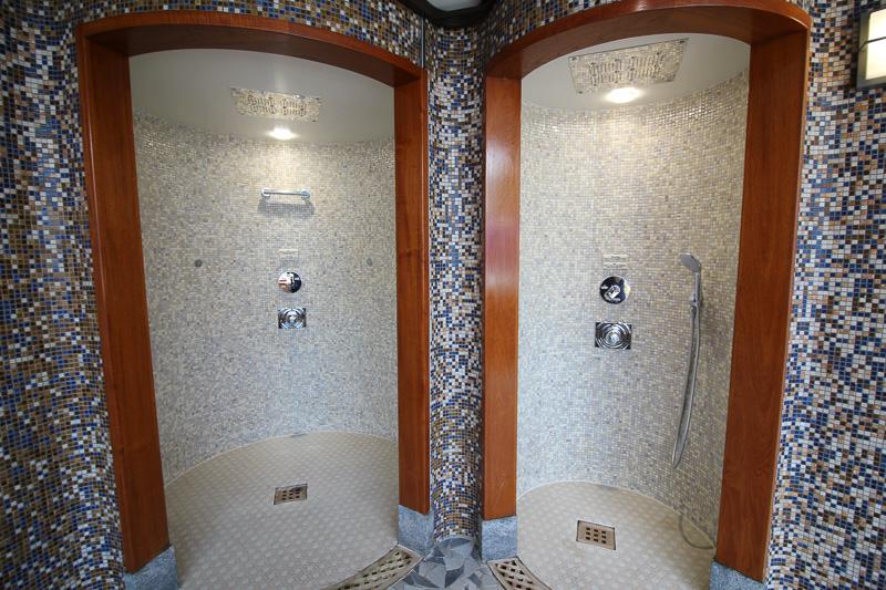 「糸杉の湯」シャワーブース
