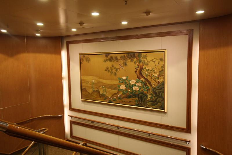 館内は高級感があり、装飾には日本画も多い