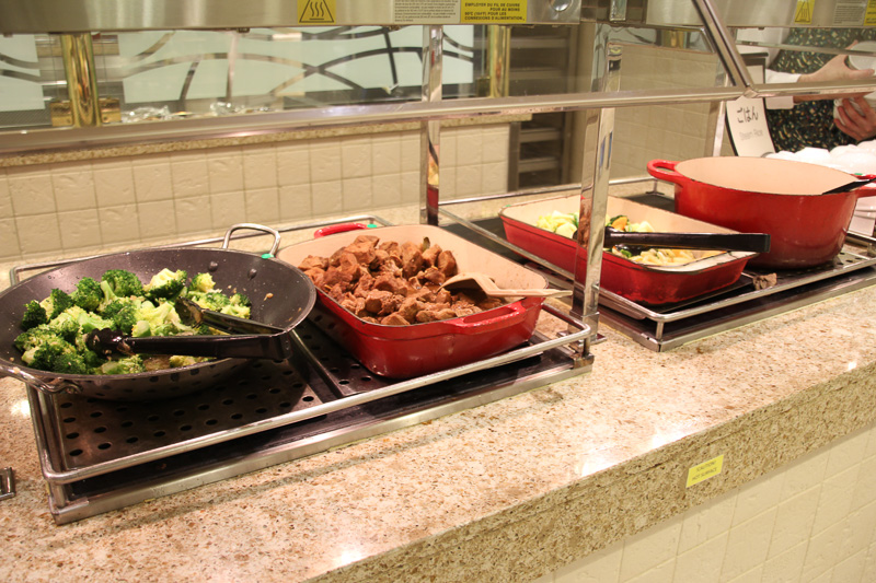 夕食時は定番 プラス その日のテーマ料理。この日は「キューバ料理の日」だった