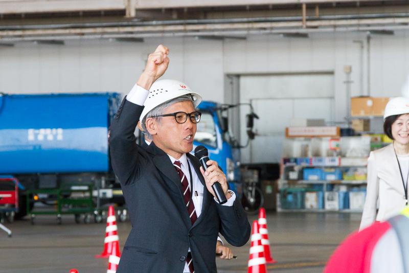 日本航空株式会社 代表取締役副社長 藤田直志氏。競技者が緊張しているのを和らげるため「1、2、3、ダァーッ!」と声を上げる