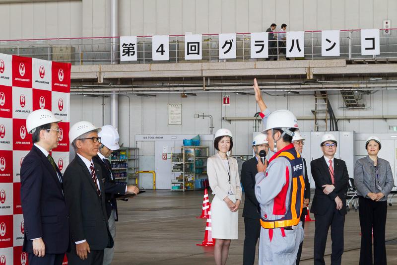 熊本空港のスタッフが選手宣誓を行なう