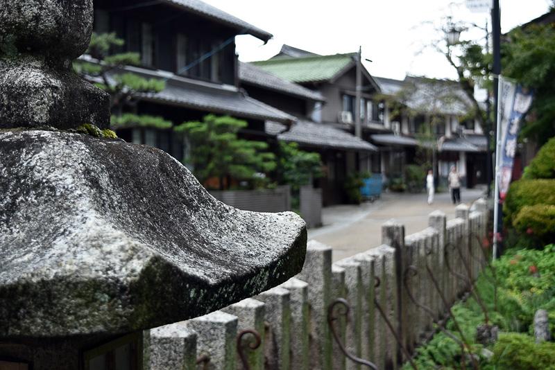 地蔵川上流部にある加茂神社前