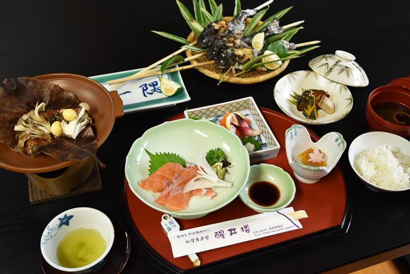 琵琶湖ならではのビワマス料理をいただきました