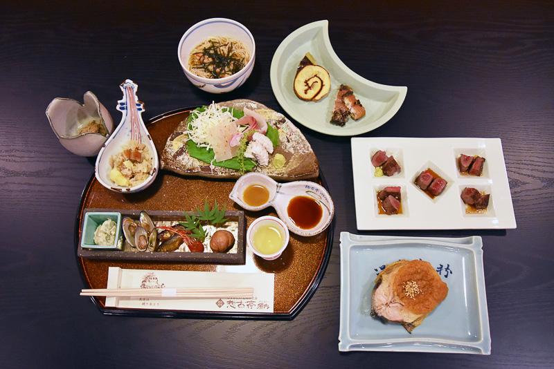 この日のお夕飯。琵琶湖の恵みがつまったごちそうです