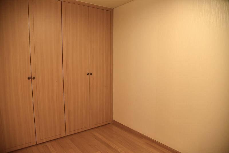 ベッドが2台とオンドルの利いた寝室がもう一部屋ある