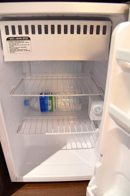 4人で宿泊したため、水は2Lボトル1本が冷蔵庫に入れられていた