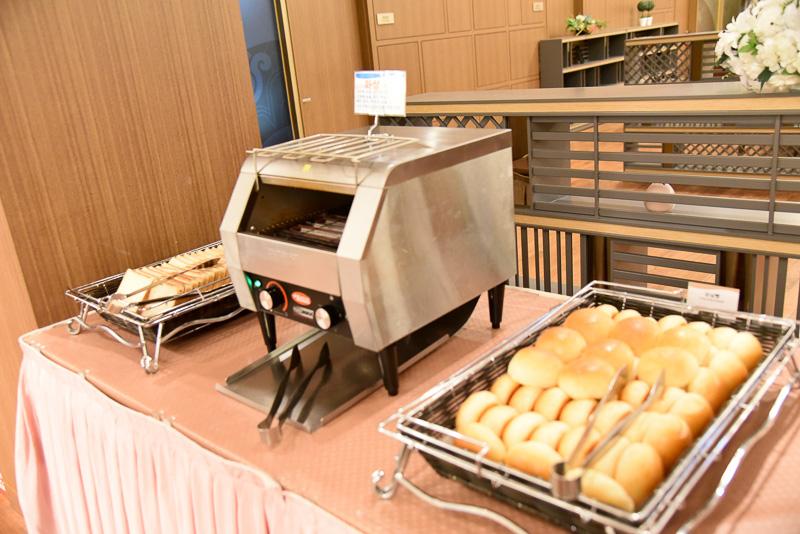 クリームパンやジャムパンをはじめパン類も豊富に揃っている