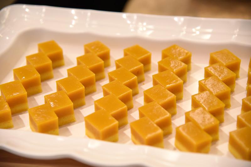 マンゴームースや小豆を使ったデザートも味わえる