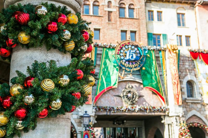 15周年とクリスマスでお祝いムード満点のエントランス周辺