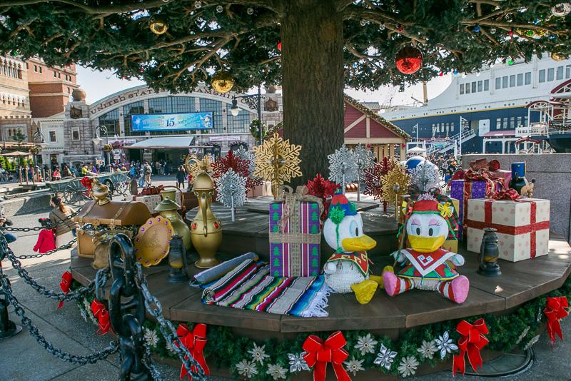 ツリーの下にはプレゼントがたくさん