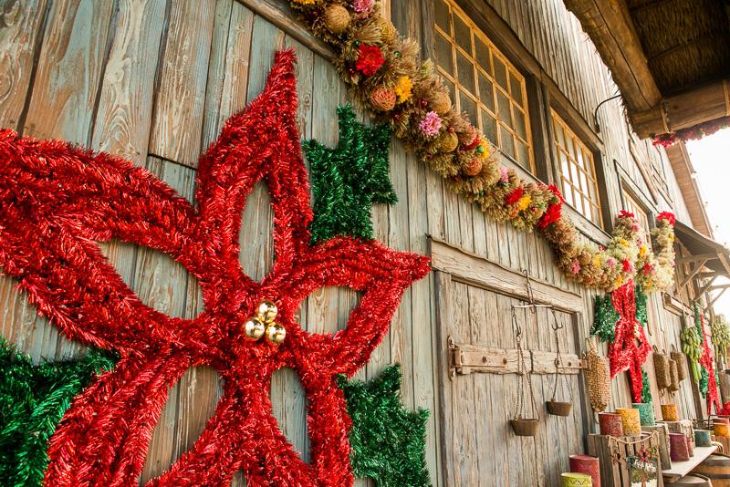「ロストリバーデルタ」にあるツリーや装飾は落ち着いた雰囲気がある
