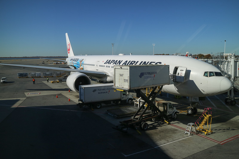 就航50周年記念のJL005便の機材は、ボーイング 777-300型機「JET-KEI(ジェット・ケイ)」だった