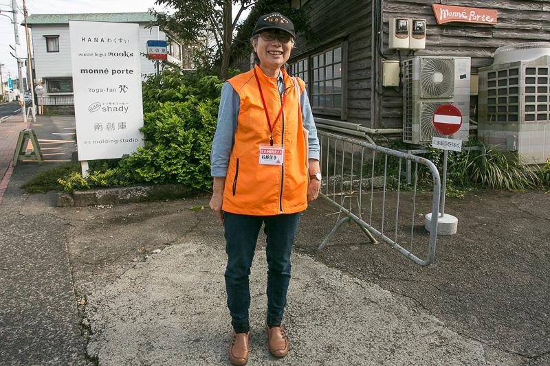 はさみ観光ガイド協会の石原さん。波佐見地区を回るときには観光ガイドさんに同行してもらうと効率よく見て回ることができる