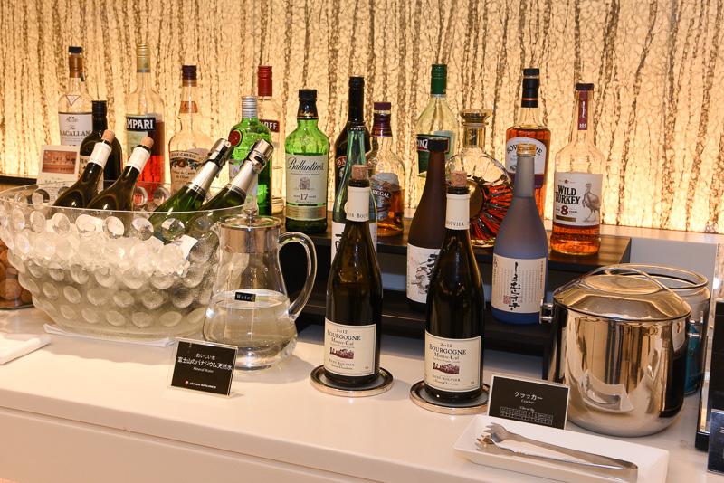 従来どおりのお酒も提供されるので、ボージョレー ヌーヴォーとの選択が悩ましいところ