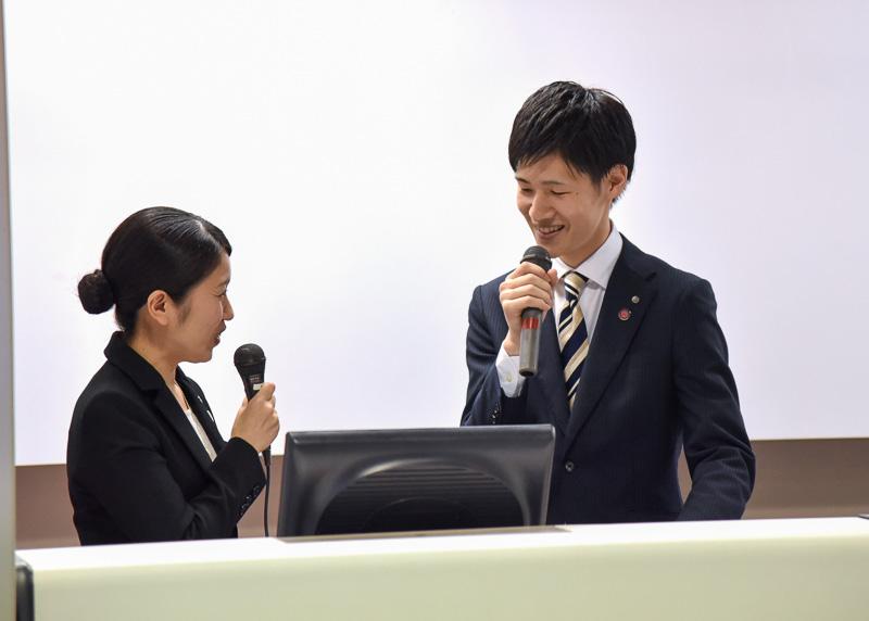 コンテストの総合MCの江里口氏と福島氏が会場を盛り上げる
