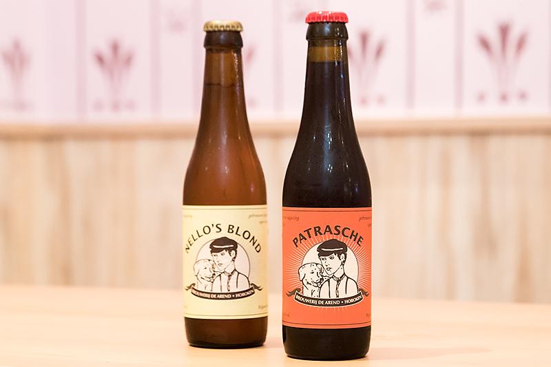 ディナータイムには「パトラッシュ」と「ネロズブロンド」の名が付いたビールも。各1000円(税別)
