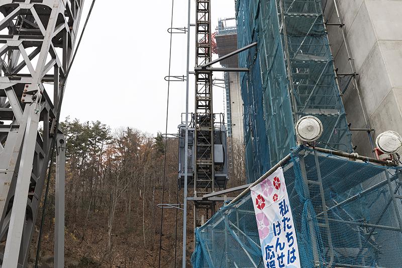 作業用エレベータ。120mあまりを約3分で結ぶ