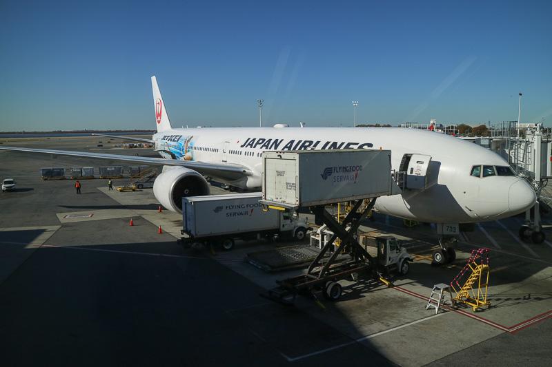 就航50周年記念のJL005便の機材は、ボーイング 777-300ER型機「JET-KEI(ジェット・ケイ)」