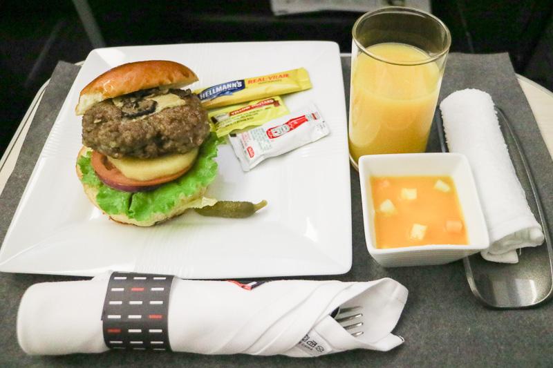 「JAL NY線 50周年記念メニュー」の洋食