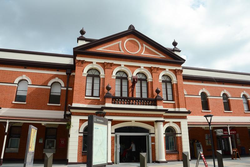 サウス・バンク・パークランドの北寄りにある「サウス・ブリスベン駅」は風情のあるレンガ造り。ちなみに、この南側の次駅が「サウス・バンク駅」となる