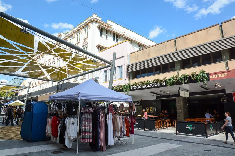 こちらはシティから北へ行ったところにある「フォーティテュード・バレーで開かれているマーケット。毎週土・日曜の9時から16時に行なわれている