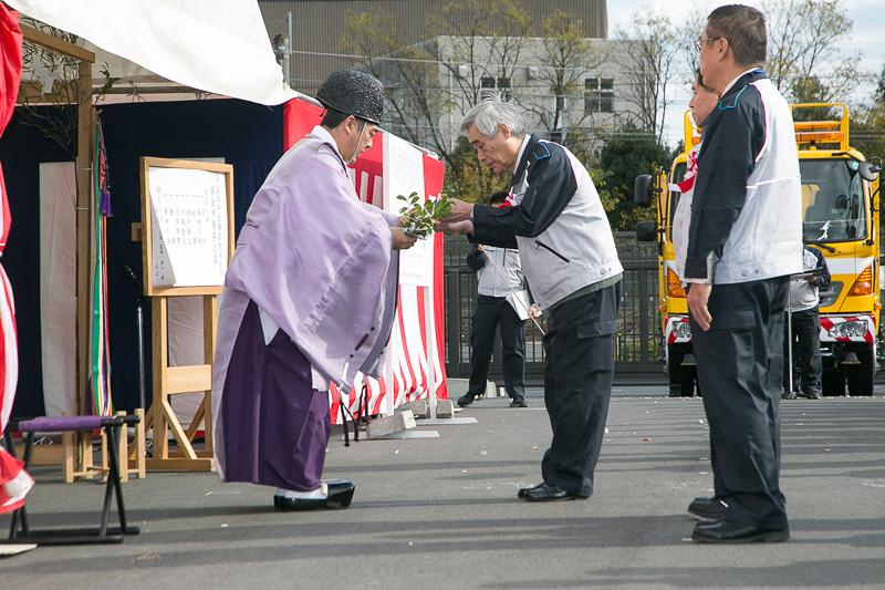 代表者による玉串奉納があり、神様を送って式は終了となる