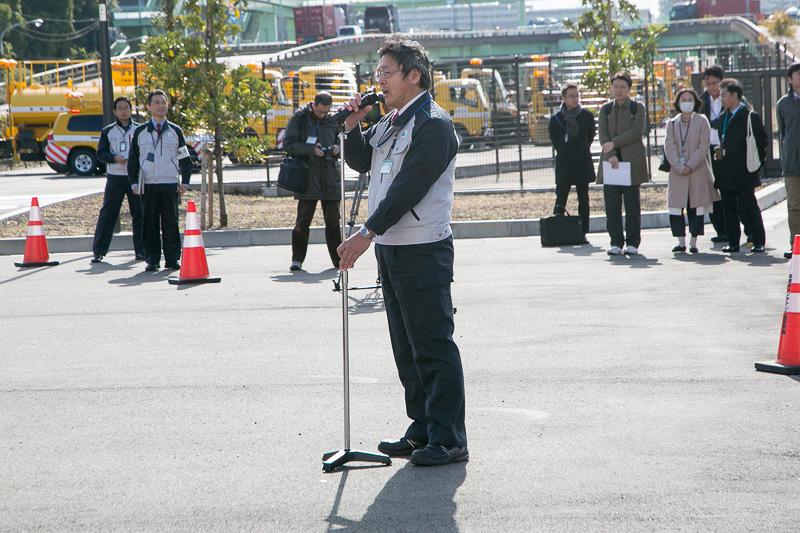 首都高速道路株式会社 東京西局 第二保全工事事務所長の島田伸一氏の発声により、全員でガンバローの三唱を行ない閉会となった